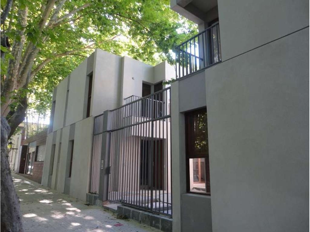 Ph. Edificio Patios del Bastion. Living/Comedor. 2 dormitorio(s) 1 con placard. 1 baño(s). Int...