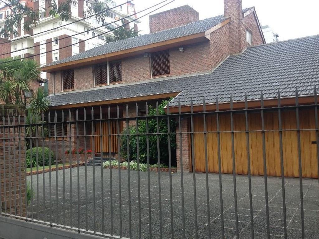 Excelente casa de categoría en venta en La Lucila.