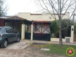 CASA - LOTE de 489.29 m2 - 4 DORMITORIOS y 2 BAÑO - QUINCHO y PISCINA - VTA DIRECTA