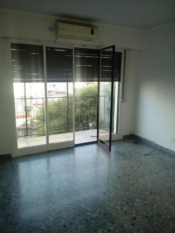 Alquiler departamento de 3 ambientes al frente c/balcón
