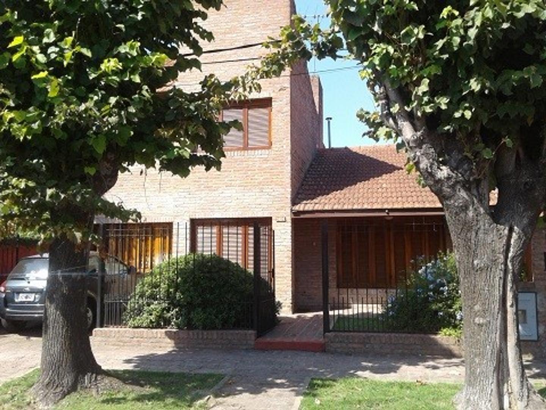 Casa de 3 dormitorios en Gonett. Calle 489 entre 16 y 16bis