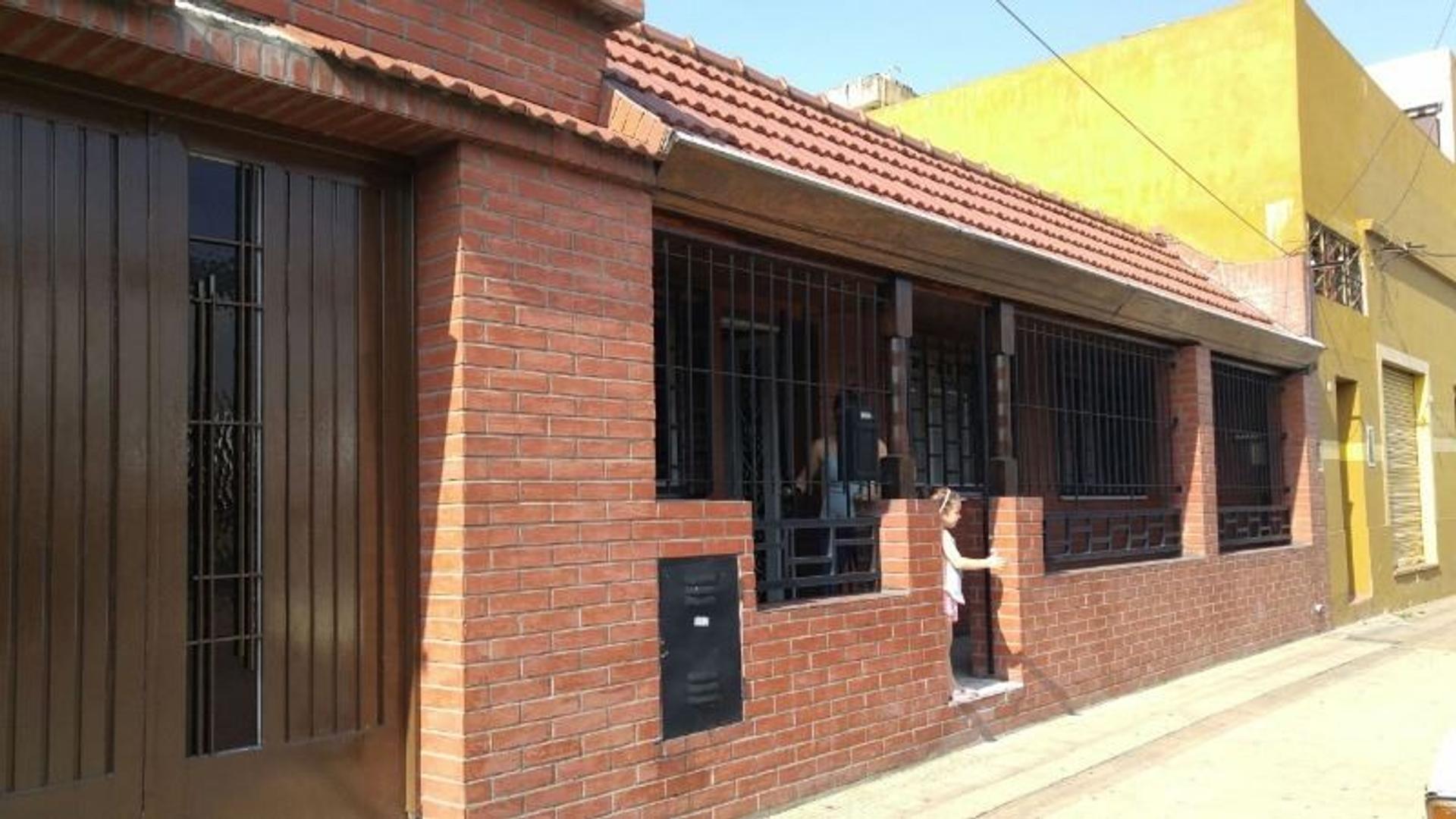 Casa de 2 dormit. en 1 planta en Sarandí.