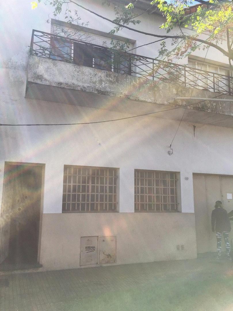 GALPÓN DE 150 METROS CON VIVIENDA DE 3 AMBS EN PLANTA ALTA!!!!!