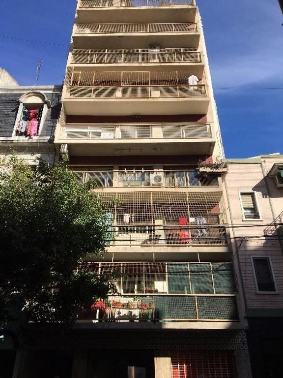 4 AMBIENTES CON DEP/SERV. - BAÑO CTO. TOILETTE - BALCON CORRIDO FRENTE - 100 m2