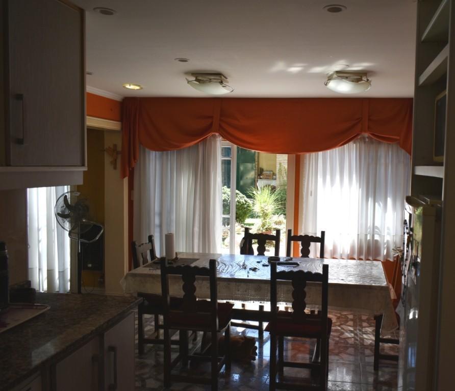 Vendo/Perm. Menor Valor Excelente Residencia –5 Dorm + Quincho Ascensor