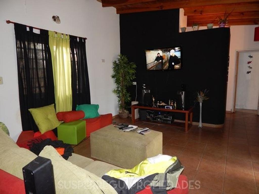 Casa de 2 Dormitorios sobre Lote de 1200 m2 en Lisandro Olmos (La Plata)