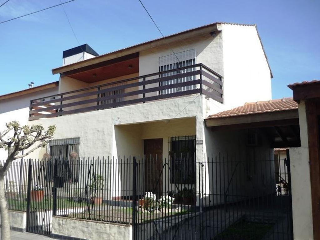 Casa en venta en Pilar Centro, muy buena ubicación.