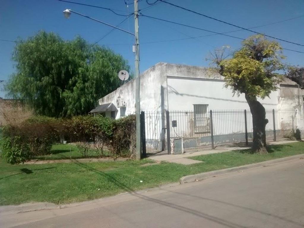 SE VENDE CASA EN SAN A. DE GILES, 2 DORMITORIOS, SUP LOTE 270 m2, TODOS LOS SERVICIOS. COD A203