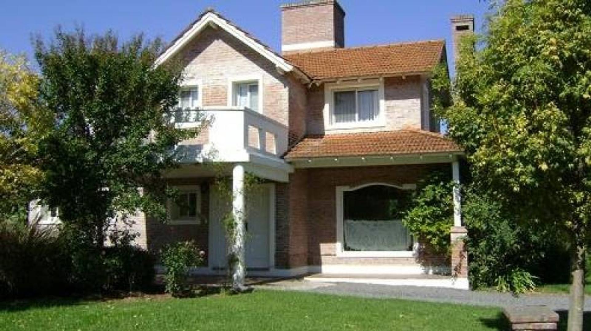 Excelente Casa en venta en la Delfina Pilar