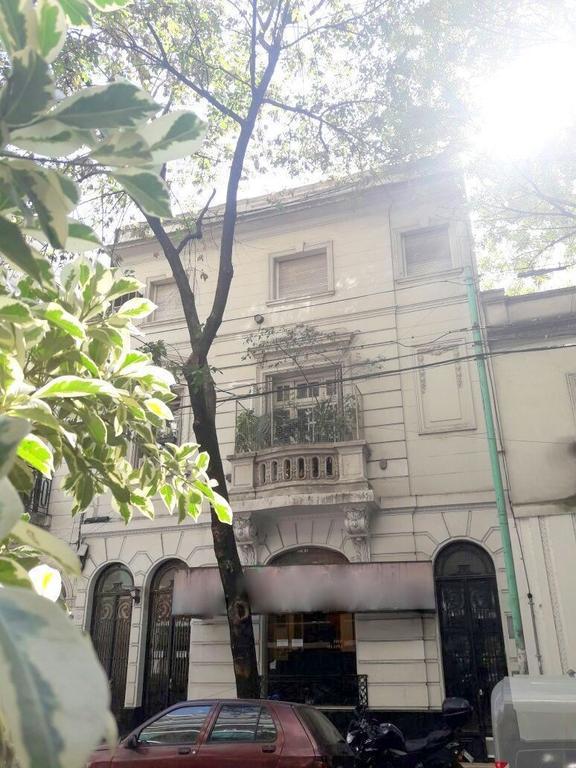 Retasado Guayaquil 300 Caballito. PH sin expenas. Seg piso x esc. 3 amb. 2 dorm. 68 m2. Lavadero