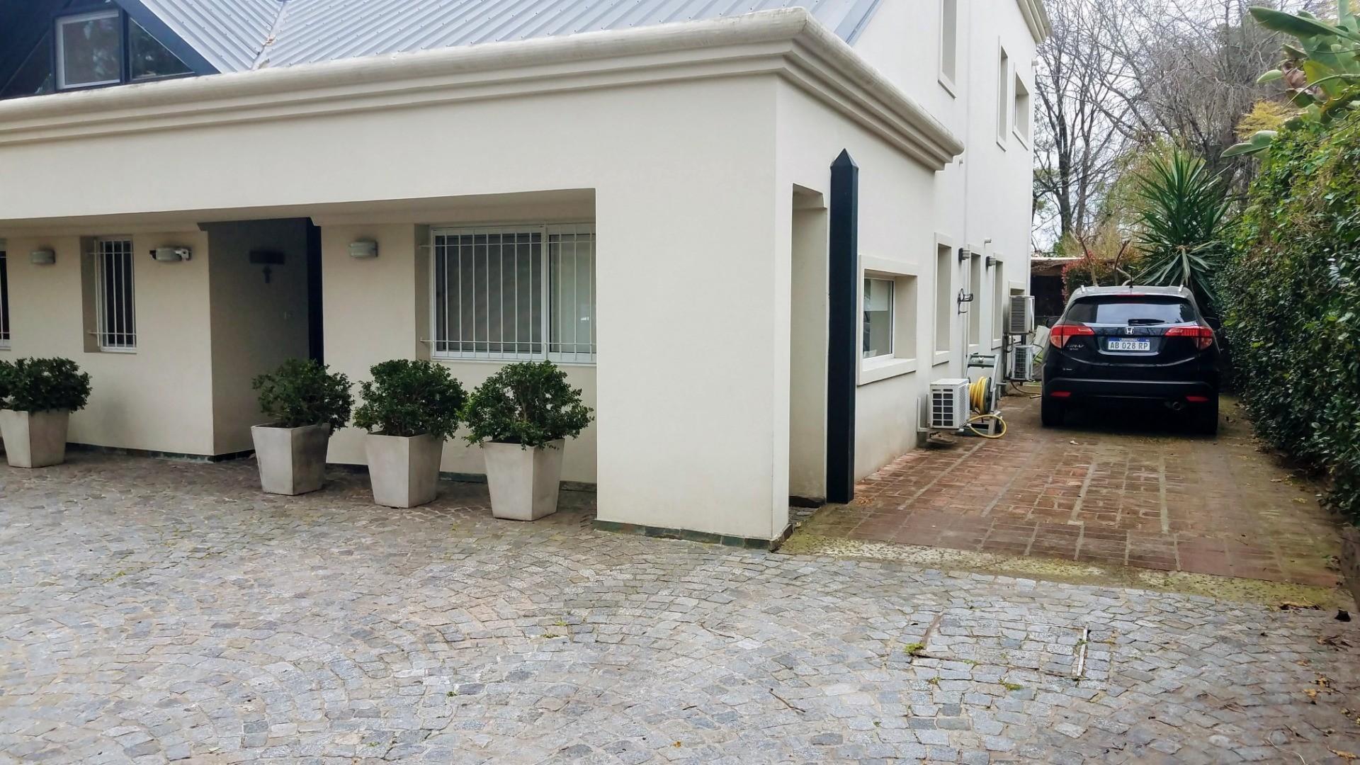 - Espectacular casa de muy  buen gusto, onda  y calidad, ubicada en una muy lindo lugar! - - Foto 22