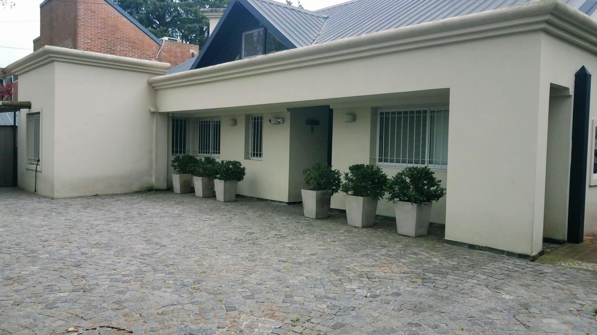 - Espectacular casa de muy  buen gusto, onda  y calidad, ubicada en una muy lindo lugar! - - Foto 20