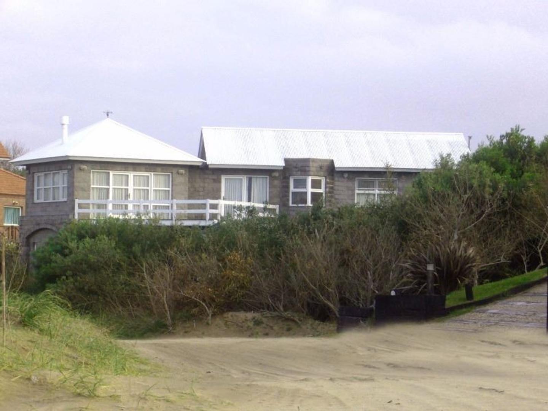 Casa en venta en Carilo sobre la playa !!