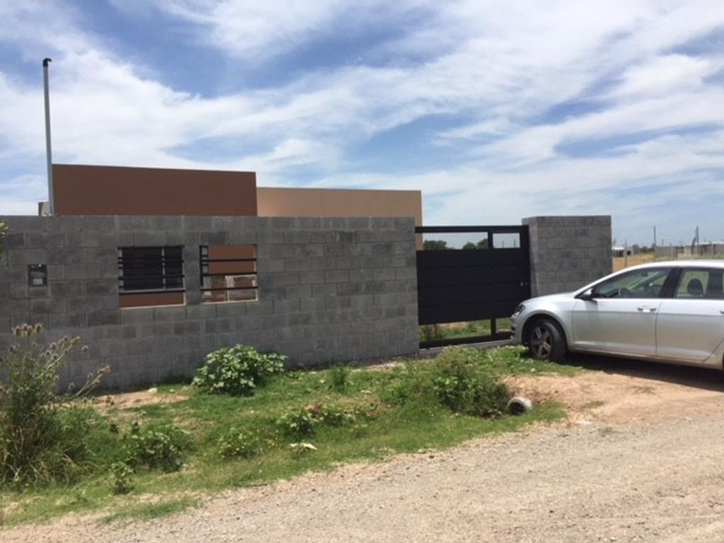 Casa a Estrenar - APTO CREDITO !!  Barrio La Raquela 133 y 85