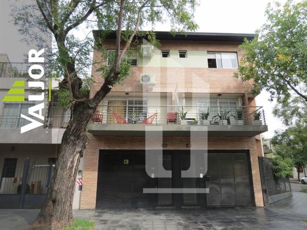 Hermoso Triplex de 3 ambientes con COCHERA CUBIERTA DOBLE, balcón y terraza
