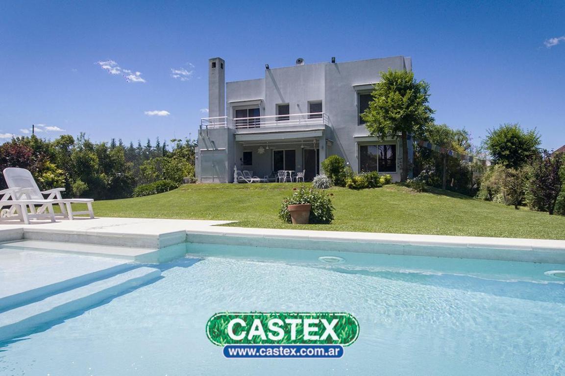 Casa en venta, estilo moderno, La Lomada
