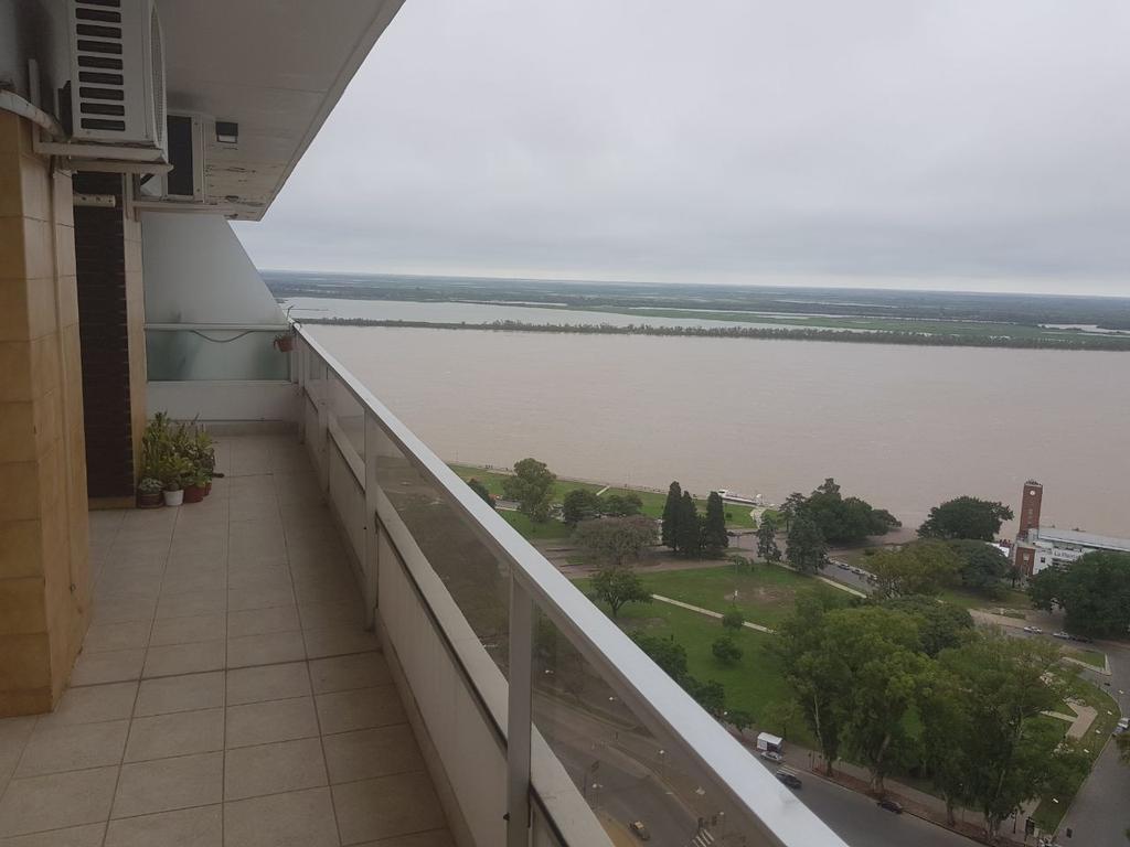 Categoría, único! Impresionante vista al río y a la ciudad de Rosario, impecable dos dormitorios!