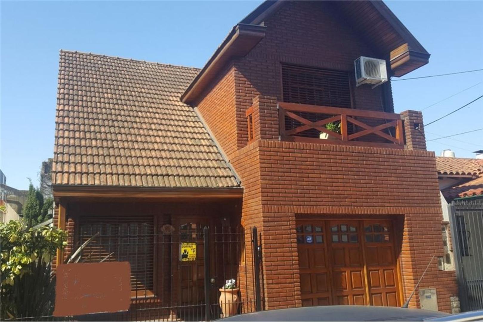 Casa 4 ambientes con garage y parque Quilmes