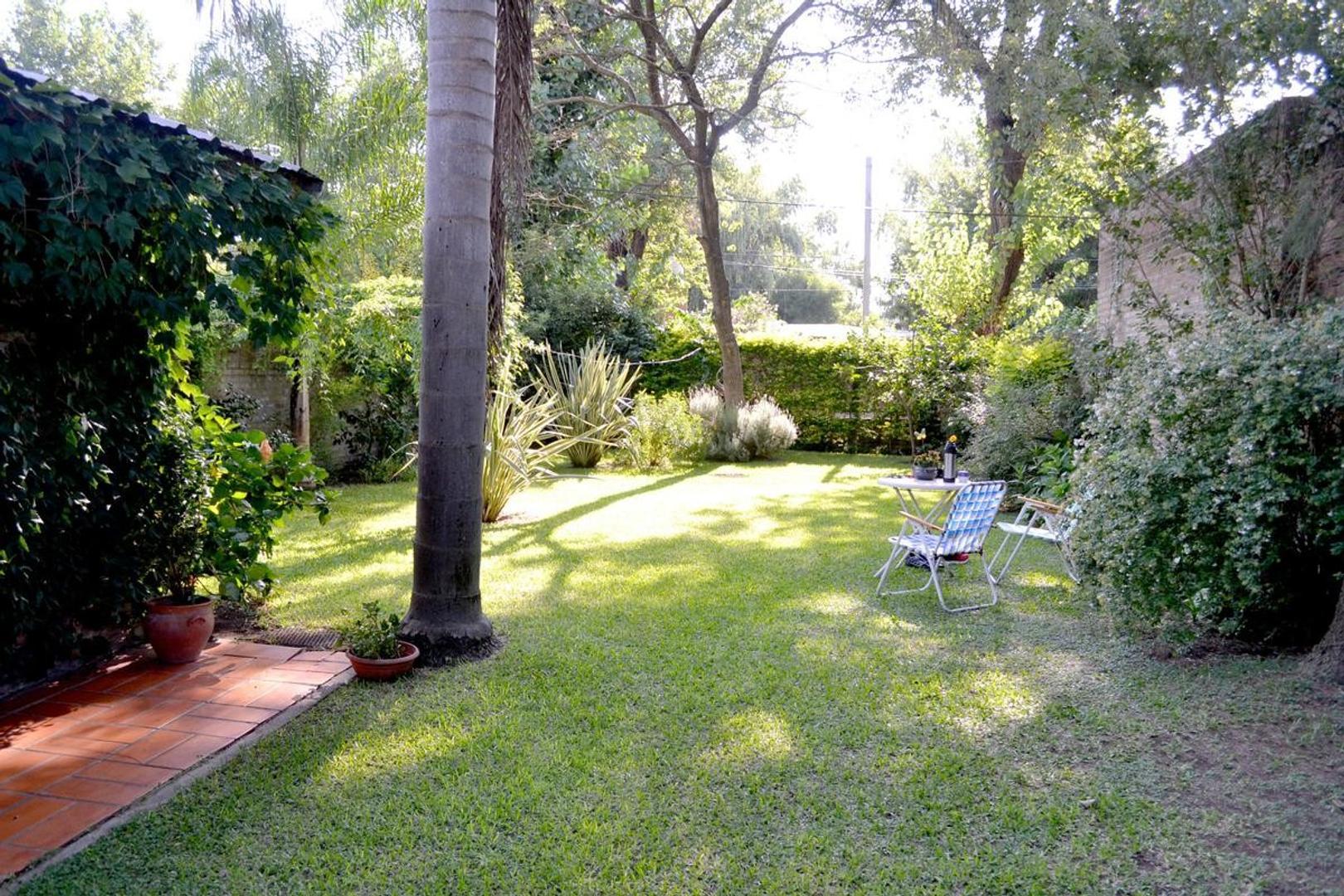 Casa en Venta Granadero Baigorria. Jardin.